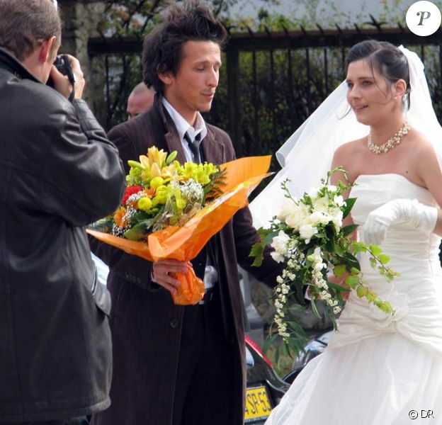 Edouard assiste au mariage de sa soeur