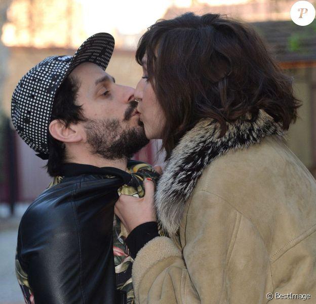 Daphné Bürki et son compagnon Sylvain Quimène (alias Gunther Love), à Paris, le 28 mars 2014.