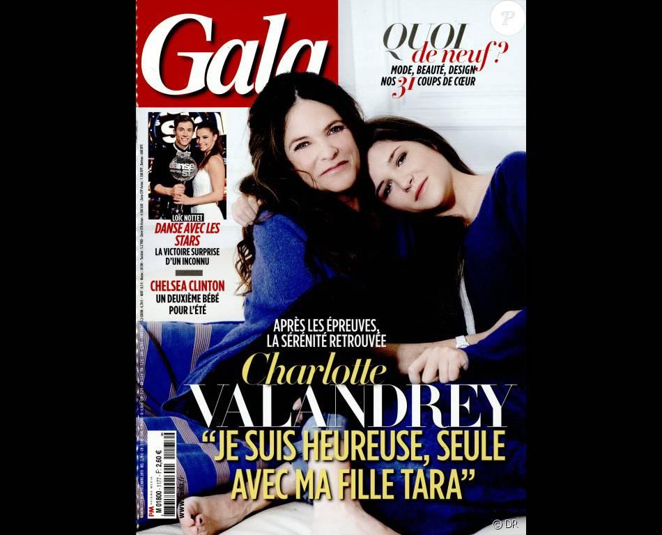 """Charlotte Valandrey et sa fille Tara en couverture du magazine """"Gala"""", en kiosques le 30 décembre 2015."""