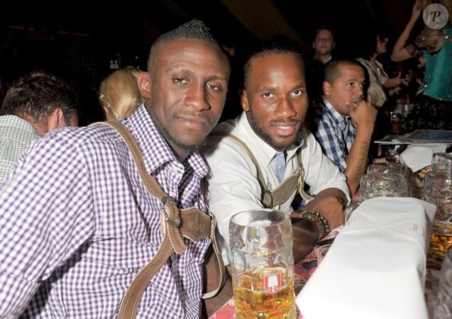 Didier Drogba et Steve Gohouri à l'Oktoberfest de Munich le 3 octobre 2011