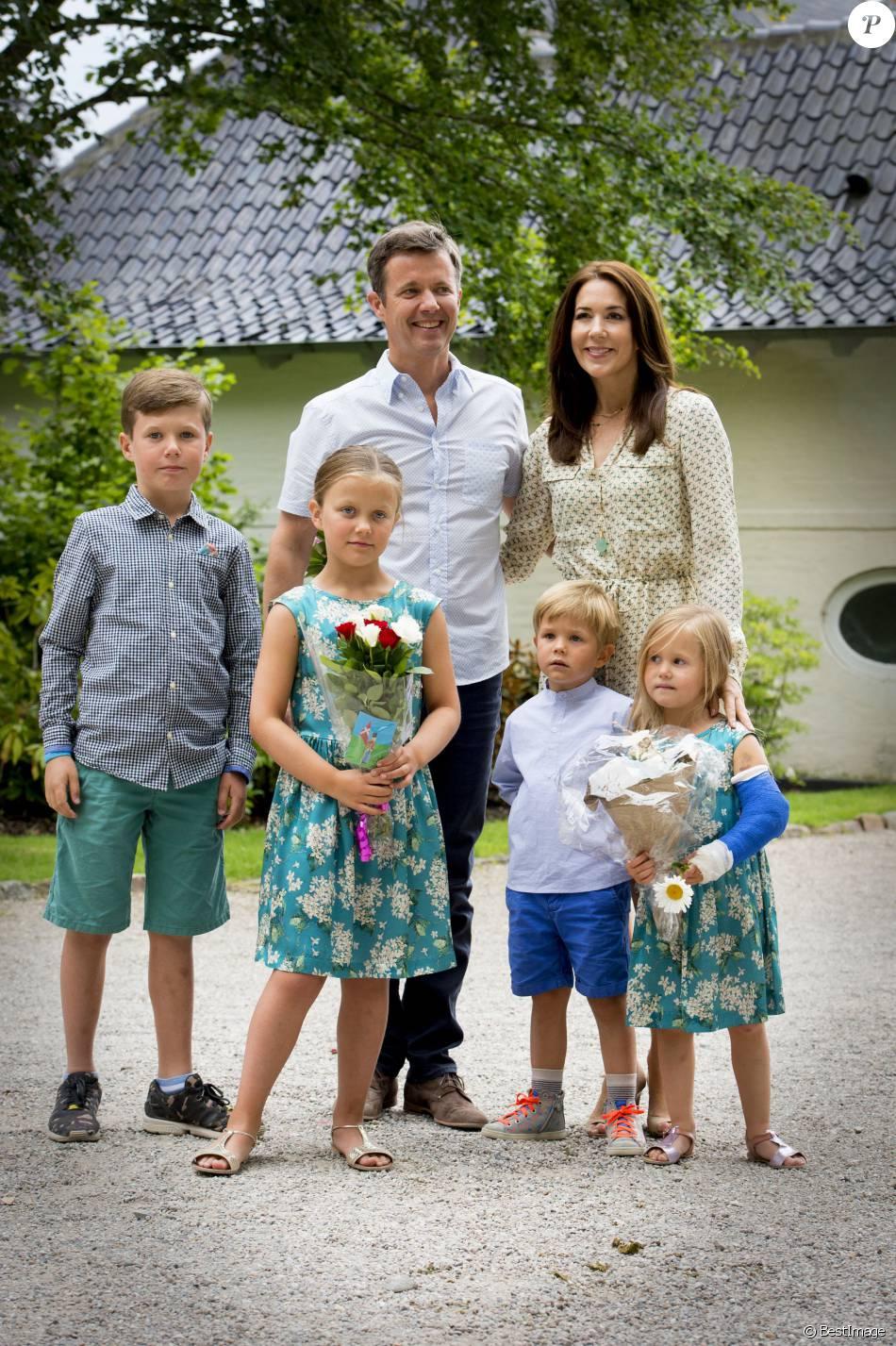 le prince vincent et la princesse josephine de danemark au ch teau de grasten le 19 juillet 2015. Black Bedroom Furniture Sets. Home Design Ideas