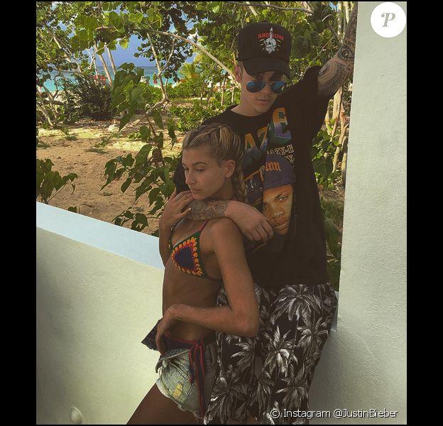 Justin Bieber, très proche de Hailey Baldwin, lors de leurs vacances à St-Barthélémy, en décembre 2015.