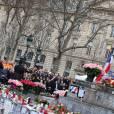 Hommage rendu aux victimes des attentats de janvier et de novembre 2015, place de la République à Paris, le 10 janvier 2016.  ©Dominique Jacovides/Bestimage.