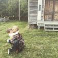 Jewel et son fils Kase, 4 ans, fruit de son mariage passé avec Ty Murray, lors du tournage de son clip My Father's Daughter en 2015. Photo du compte Instagram de Jewel.