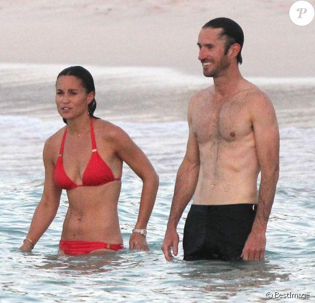 Exclusif - Pippa Middleton et son (petit) ami James Matthews en vacances à Saint-Barthélemy sur la plage de l'Eden Rock le 22 août 2015