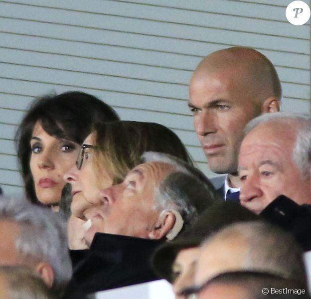 Zinédine Zidane est venu avec son épouse Véronique et leur fils Luca voir l'aîné de la famille, Enzo, lors d'un match du Castilla, l'équipe réserve du Real Madrid face au Rayo Majadahonda à Madrid le 16 janvier 2016