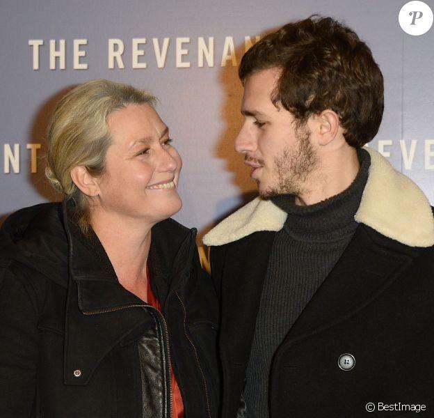 """Luana Belmondo et son fils Victor - Avant-première du film """"The Revenant"""" au Grand Rex à Paris, le 18 janvier 2016."""