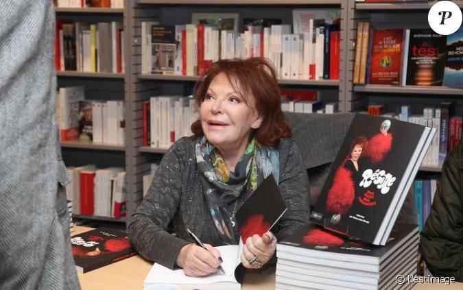 Exclusif la chanteuse r gine en d dicace pour son nouveau livre mes nuits mes rencontres la - Monoprix boulevard saint germain ...
