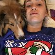Miley Cyrus a publié une photo avec l'un de ses chiens sur sa page Instagram au mois de décembre 2015.