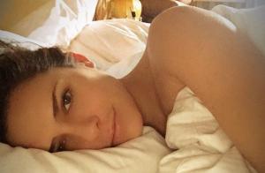 Clara Morgane : Dénudée et naturelle au saut du lit, la jeune maman resplendit