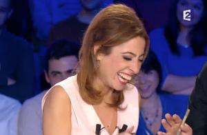 Léa Salamé prise d'un fou rire après une blague cochonne :