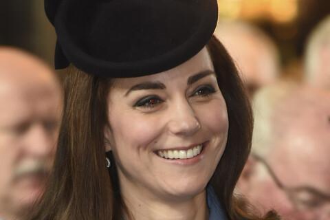 Kate Middleton : Elégante et rieuse pour une grande première militaire