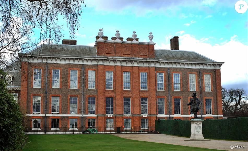 Vue (en avril 2011) de Kensington Palace et de ses jardins, résidence officielle du duc et de la duchesse de Cambridge, à Londres, où un homme a été retrouvé brûlé vif dans la nuit du 8 au 9 février 2016.
