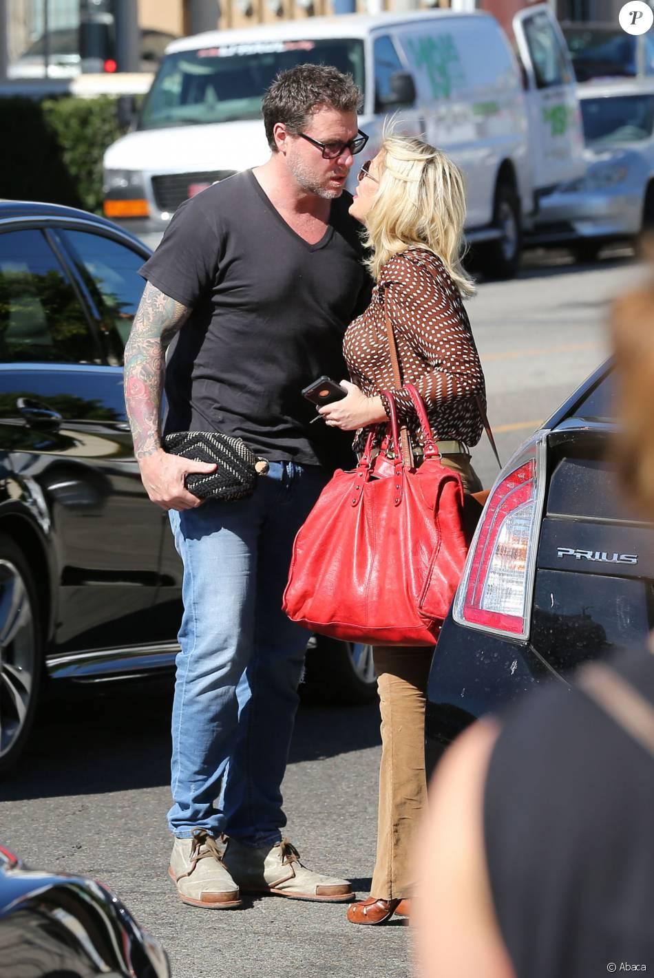 Tori Spelling et son mari Dean McDermott visitent des maisons à Los Angeles, le 10 février 2016