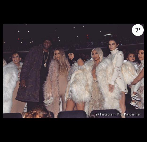 Kris Jenner, Lamar Odom, Khloé Kardashian, Kylie Jenner, Kim Kardashian, Kendall Jenner, Kourtney Kardashian et North West assistent à la présentation YEEZY (collection Season 3) au Madison Square Garden. New York, le 11 février 2016.