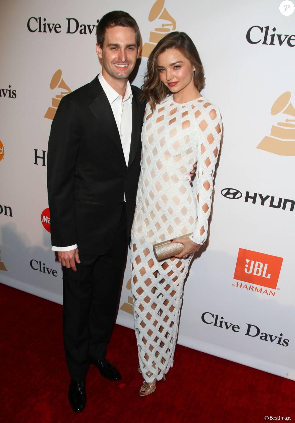 Miranda kerr in love l 39 amour sur tapis rouge au bras d - Evan spiegel miranda kerr ...