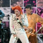 Lady Gaga, métamorphosée et excessive pour un vibrant hommage à David Bowie