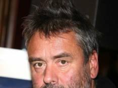 VIDEO : Luc Besson revient sur les incidents de Montfermeil : '9 bagnoles qui brûlent, moi j'ai pas l'habitude'