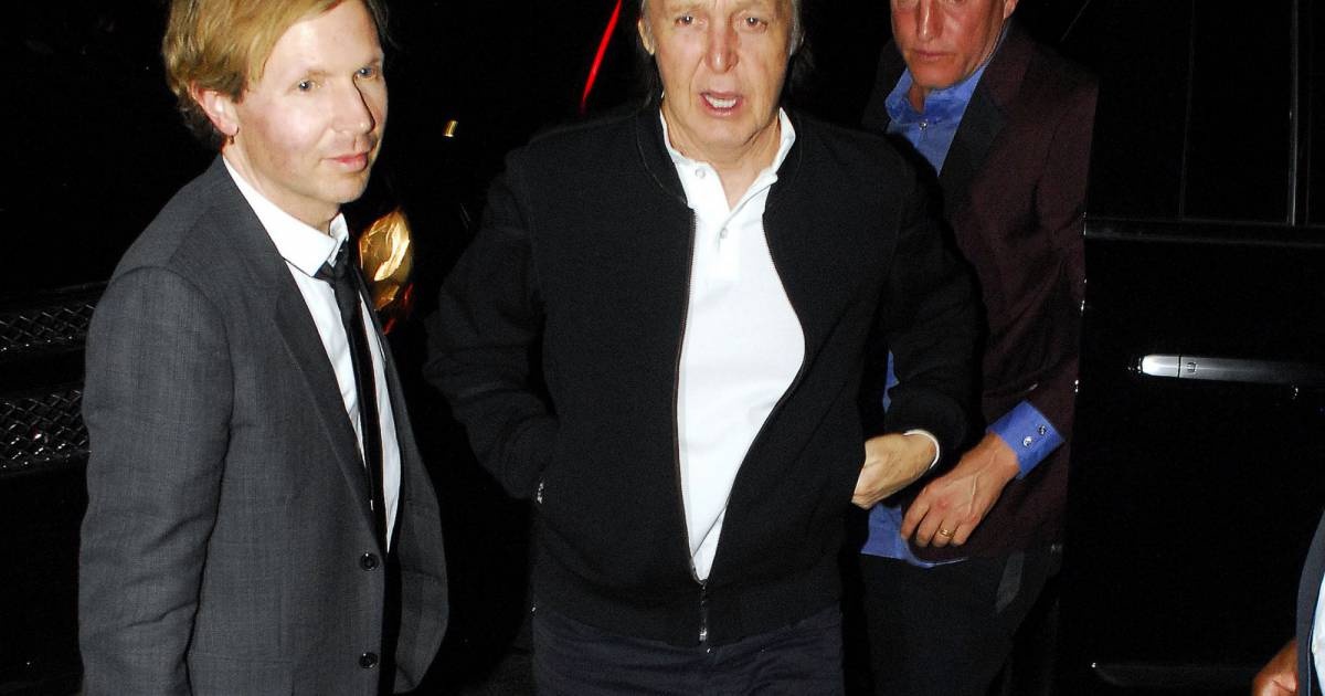 paul mccartney le musicien beck et woody harrelson arrivent la soir e hyde los angeles le. Black Bedroom Furniture Sets. Home Design Ideas