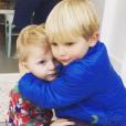 Sami, le fils de Matt Dawson, victime d'une méningite, avec son grand-frère Alex - Photo publiée le 17 février 2016