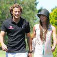 Diego Forlan et sa nouvelle petite amie Paz Cardoso sur un parcours de golf de Punta del Este, en Uruguay, le 28 décembre 2012.