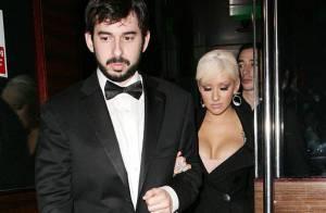 REPORTAGE PHOTO : Christina Aguilera n'a pas l'air au top... mais son décolleté, lui, l'est toujours !