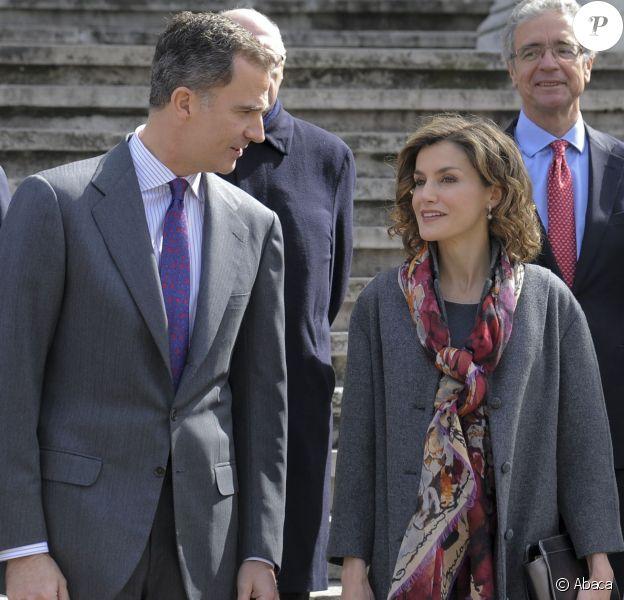 """La reine Letizia d'Espagne et le roi Felipe VI d'Espagne inauguraient le 4 mars 2016 l'exposition """"Miguel de Cervantes : de la vie au mythe"""" à la Bibliothèque nationale d'Espagne à Madrid."""