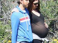Anne Hathaway très enceinte : Sourires dans la douleur au bras de son chéri