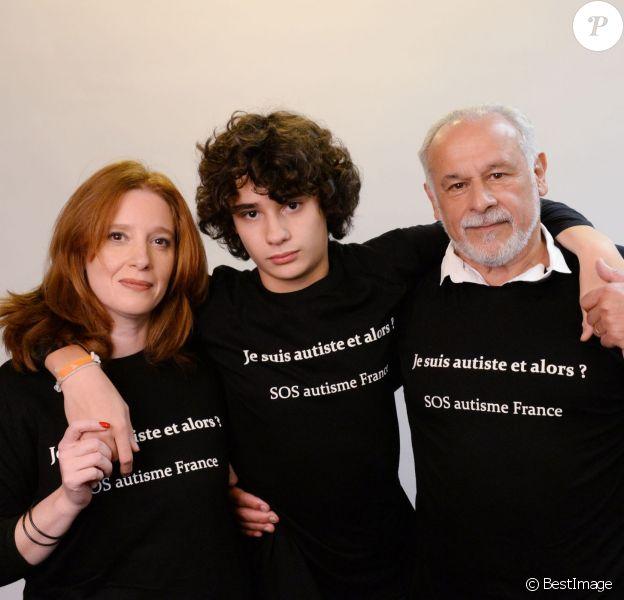 Exclusif - Francis Perrin, sa femme Gersende et leur fils Louis atteint d'autisme, à Paris, le 7 et 8 février 2016. © Rachid Bellak