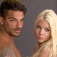 """Les ex Jessica et Julien ont accepté de poser nus face à un photographe. Emission """"Les Marseillais South Africa"""", sur la chaîne W9. Mars 2016."""