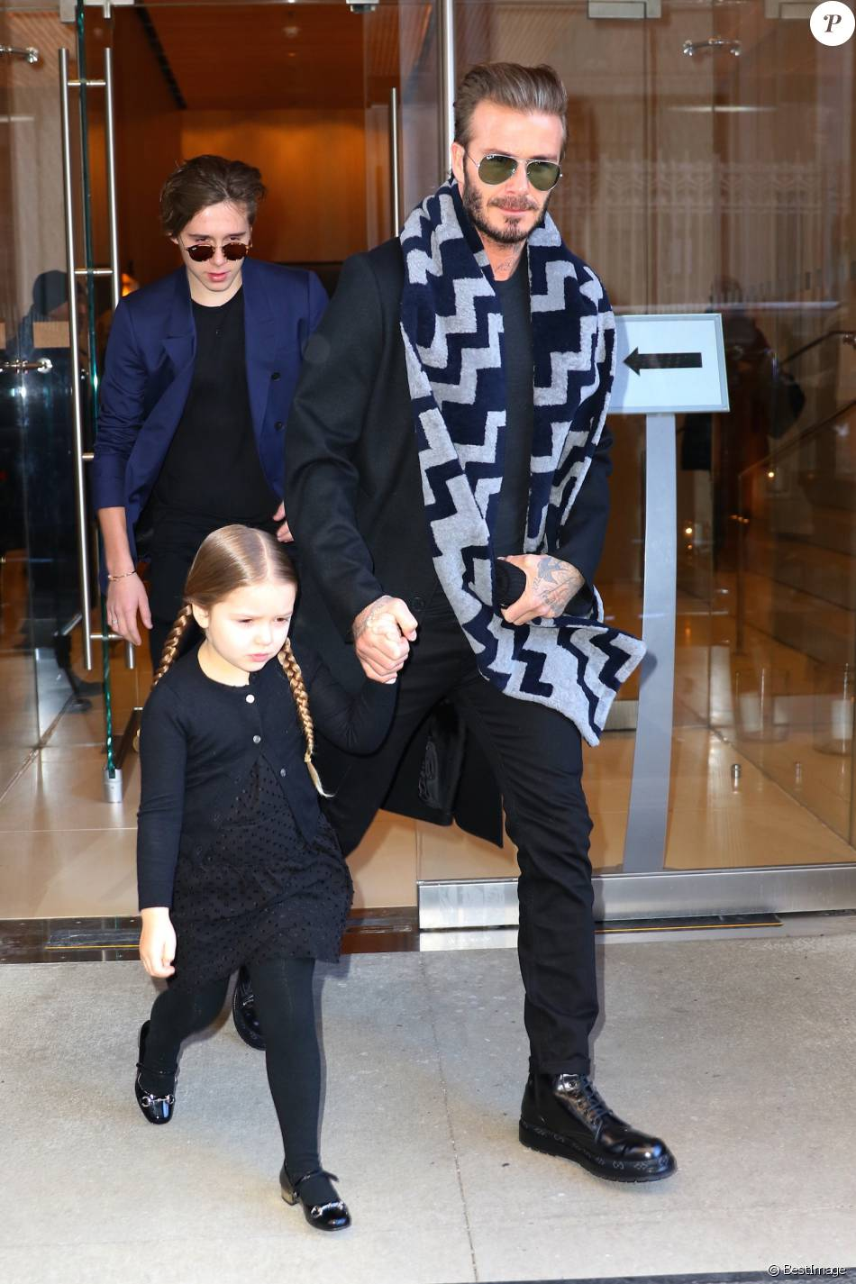 david beckham et ses enfants brooklyn et harper beckham new york le 13 f vrier 2016 purepeople. Black Bedroom Furniture Sets. Home Design Ideas