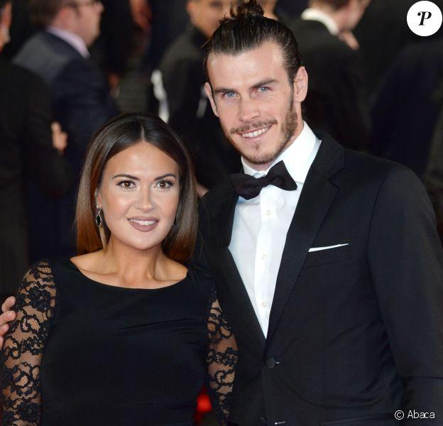 Gareth Bale et Emma Rhys-Jones, enceinte de leur fille Nava Valentina, lors de l'avant-première mondiale de Spectre à Londres le 26 octobre 2015.