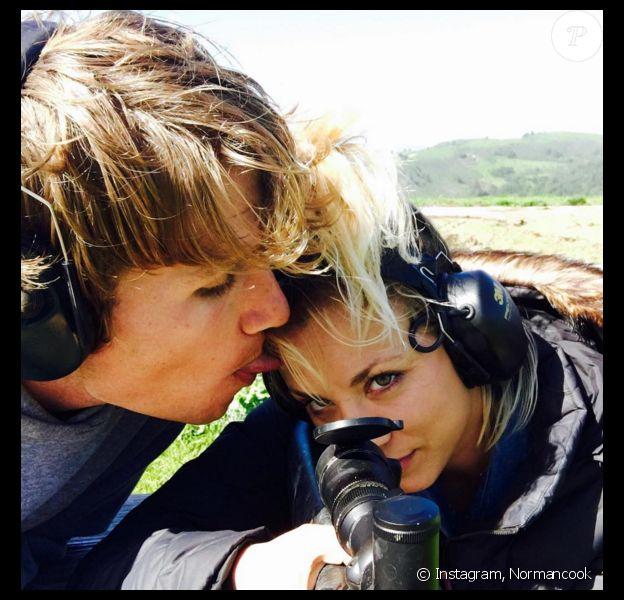 Kaley Cuoco et son nouvel amoureux Karl Cook. Photo publiée sur Instagram, à la fin du mois de mars 2016.