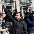 Exclusif - Renaud s'est recueilli et a déposé une rose place de la Bourse à Bruxelles le 27 mars 2016, en hommage aux victimes des attentats du 22 mars 2016. © Alain Rolland/Imagebuzz/Bestimage