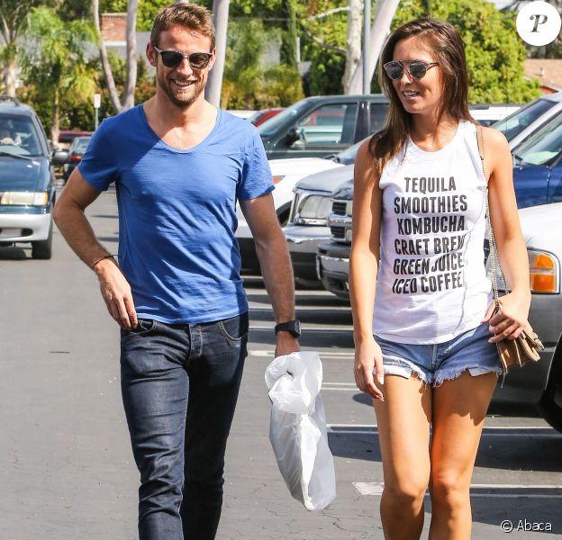 Jenson Button et sa nouvelle petite amie Brittny Ward dans les rues de Sherman Oaks, Los Angeles, le 9 mars 2016