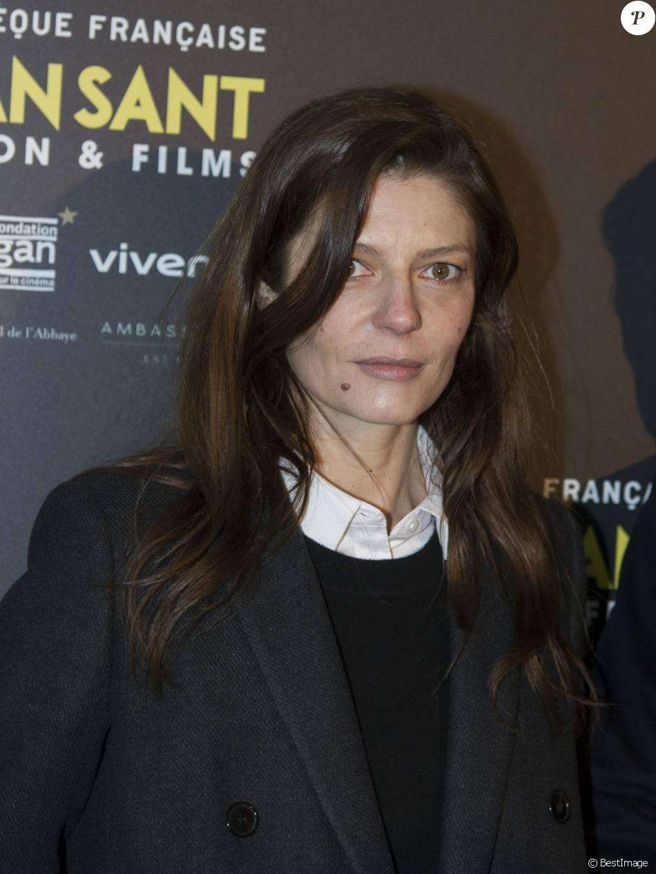 """Chiara Mastroianni au photocall de l'exposition """"Gus van Sant & Films"""" à la Cinémathèque Française à Paris le 11 avril 2016. © Pierre Perusseau / Bestimage"""