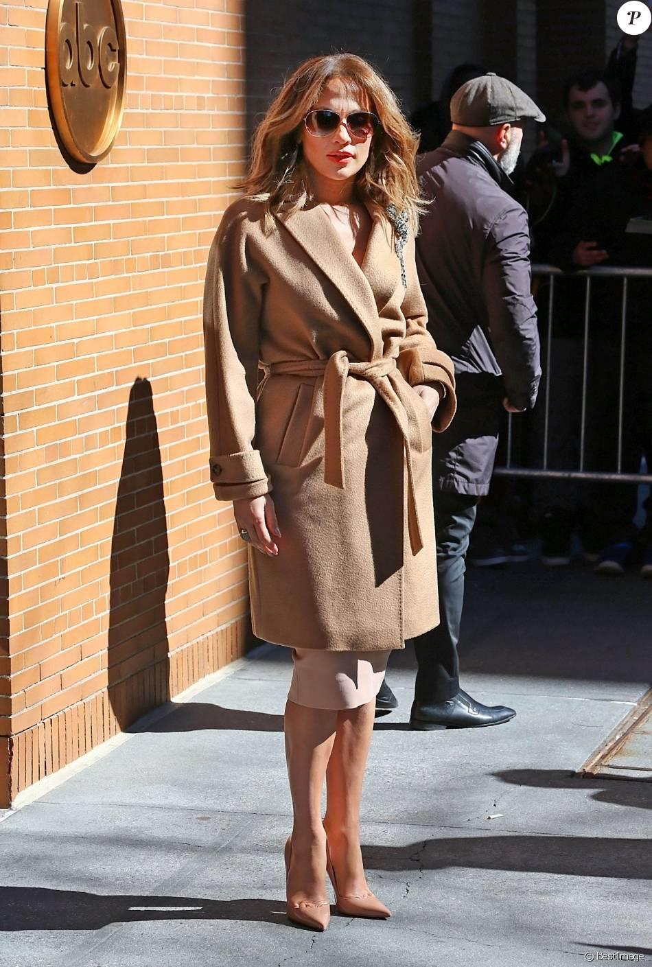271ca8a53e15c9 Jennifer Lopez à New York le 2 mars 2016 - Purepeople