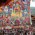 Le roi Jigme Khesar Namgyel Wangchuck a annoncé le prénom de son fils le Gyalsey Jigme Namgyel Wangchuck lors d'une cérémonie traditionnelle de révélation de son prénom en présence de sa femme la reine Jetsun Pema et des membres de la famille royale, le 16 avril 2016 au temple de Punakha.
