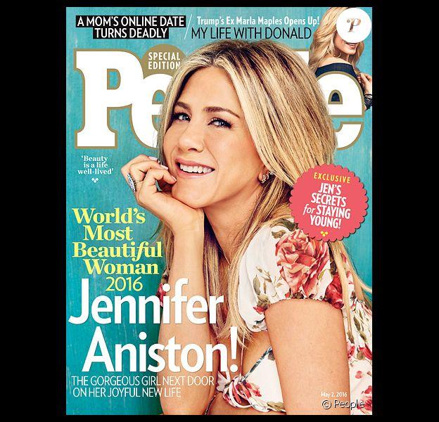 """Jennifer Aniston en couverture de la nouvelle édition du magazine """"People"""", qui l'a élue """"plus belle femme du monde"""" pour son édition 2016."""
