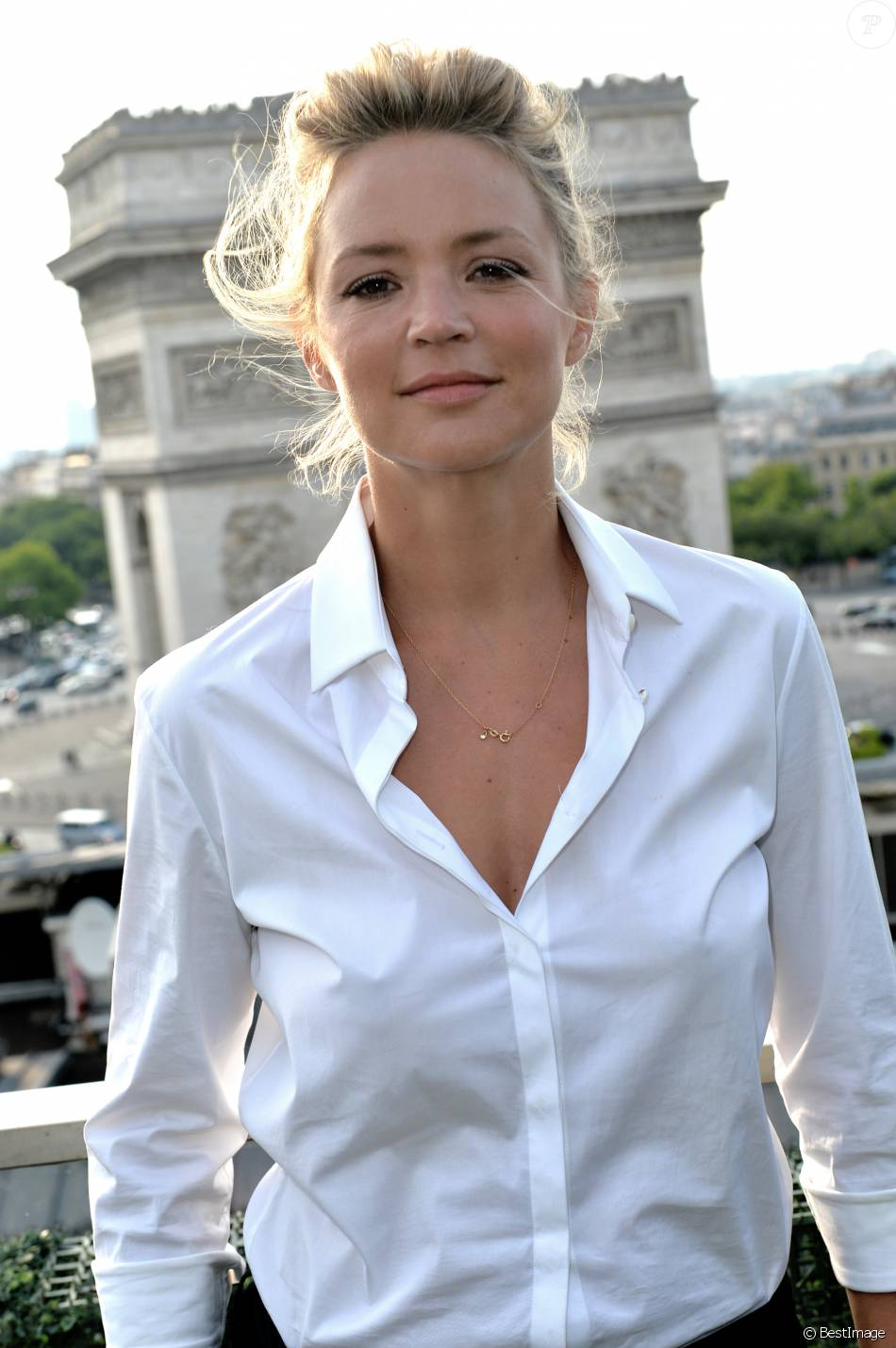 exclusif rencontre avec virginie efira sur la terrasse publicis lors du 4e champs elys es film. Black Bedroom Furniture Sets. Home Design Ideas