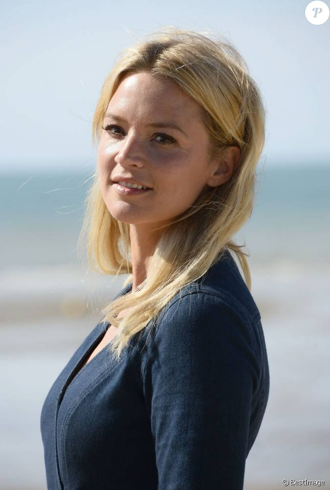 virginie efira lors du photocall lors du 29e festival de cabourg organis sur la plage cabourg. Black Bedroom Furniture Sets. Home Design Ideas