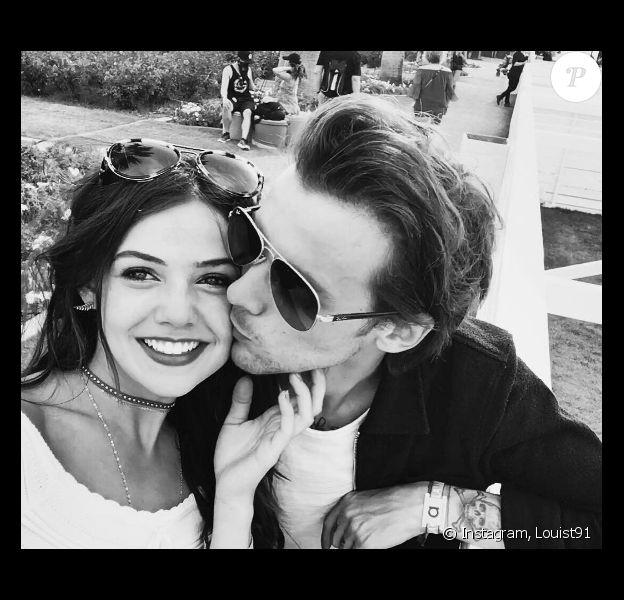 Louis Tomlinson a publié un premier selfie de couple avec sa chérie Danielle Campbell sur sa page Instagram, le 25 avril 2016