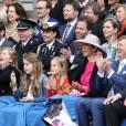Le roi Willem-Alexander, la reine Maxima des Pays-Bas et leurs filles, la princesse Catharina-Amalia, la princesse Ariane et la princesse Alexia lors de la Fête du Roi le 27 avril 2016 à Zwolle pour les 49 ans du roi Willem-Alexander des Pays-Bas.