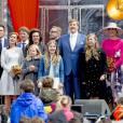 La princesse Marilene, le prince Maurits, le prince Pieter Christiaan, la princesse Anita, la princesse Annette, le prince Bernhard, la princesse Ariane, la princesse Alexia, le roi Willem-Alexander, la princesse Amalia, la reine Maxima des Pays-Bas - La famille royale des Pays-Bas lors du Kingsday à Zwolle. Le 27 avril 2016 27/04/2016 - Zwolle