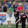 La princesse Catharina-Amalia des Pays-Bas participe à une animation sportive lors de la Fête du Roi le 27 avril 2016 à Zwolle pour les 49 ans du roi Willem-Alexander des Pays-Bas.