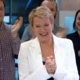 Elise Lucet, en larmes, lors de ses adieux au JT de France 2, le vendredi 29 avril 2016.
