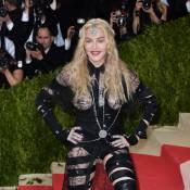 Madonna : La star de 57 ans pose les fesses à l'air au Met Gala 2016