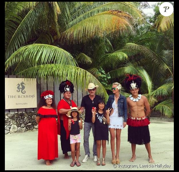 Johnny Hallyday, Laeticia et leurs filles Jade et Joy à Tetiaroa, mai 2016. Instagram