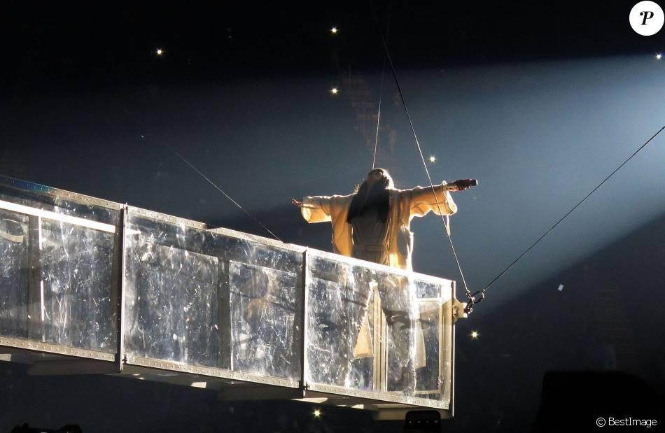 """Rihanna en concert au Forum à Los Angeles pour sa tournée """"Anti World Tour"""" le 3 mai 2016. La performance de la chanteuse à duré 90 minutes. Elle a chanté 23 titres et est arrivée avec 30 minutes de retard"""