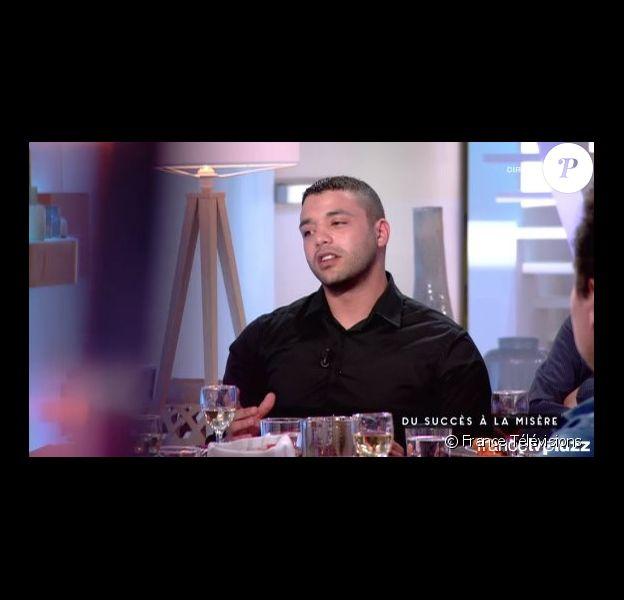 """Osman Elkharraz dans l'émission """"C à vous"""" diffusée le jeudi 12 mai 2016 sur la chaîne France 5"""